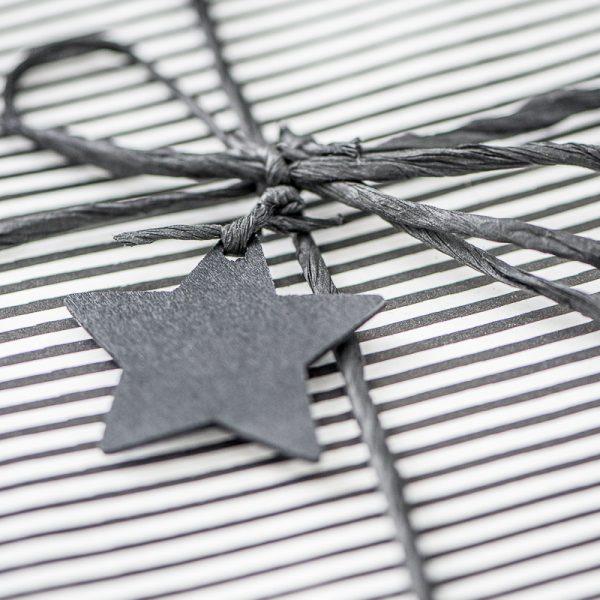 gift wrapping paper dovanų pakavimo popierius dryžuotas pilkas gėlės ir manufaktūra 0922-24 iblaursen