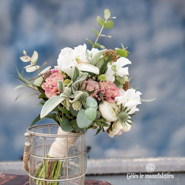 bridal bouquet sweet peas kvepiantieji žirneliai nuotakos puokštė kakavinė gėlės ir manufaktūra