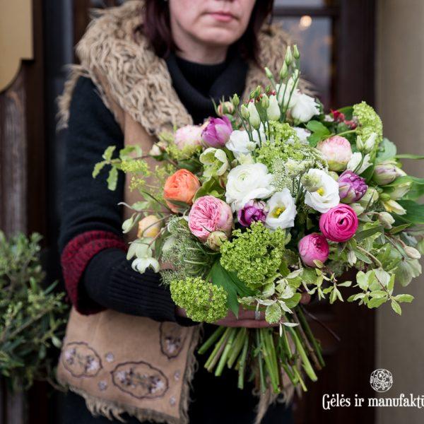 spring flowers bouquet žalsva pavasarinė gėlių puokštė gėlės ir manufaktūra