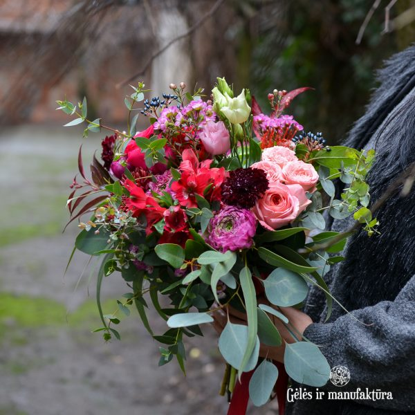 valentine day flowers bouquet red valentino raudona gėlių puokštė gėlės ir manufaktūra