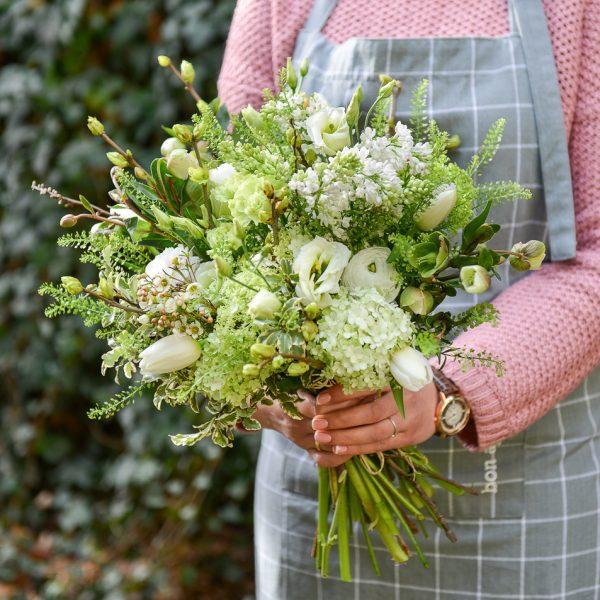 green flowers bouquet spring garden žalia pavasarinė puokštė gėlės ir manufaktūra