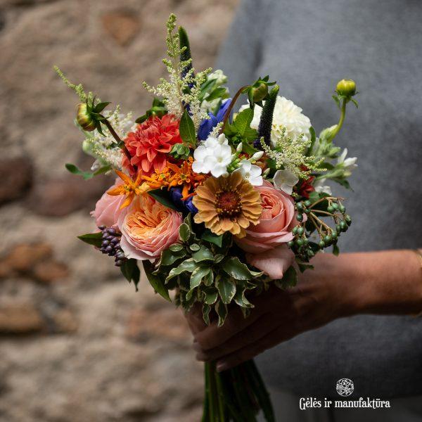 roses bouquet bridal nuotakos puokštė rosa rožės bijūninės beehive peach orange gėlės ir manufaktūra flowers