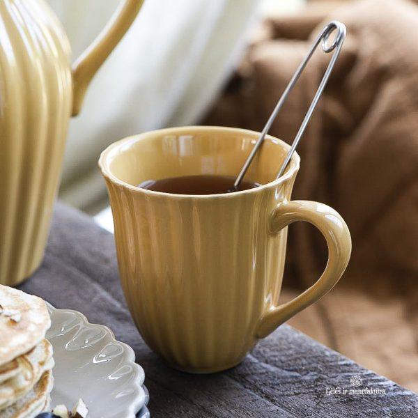 mug pitcher mustard yellow mynte puodelis ąsotis pitcher plate geltona garstyčiių spalvos gėlės ir manufaktūra iblaursen 2088-03