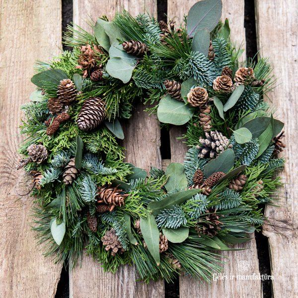 vainikas wreath kėnio pušies eukalipto eucalyptus abies conifers pine cones nuts cypress christmas kalėdos gėlės ir manufaktūra