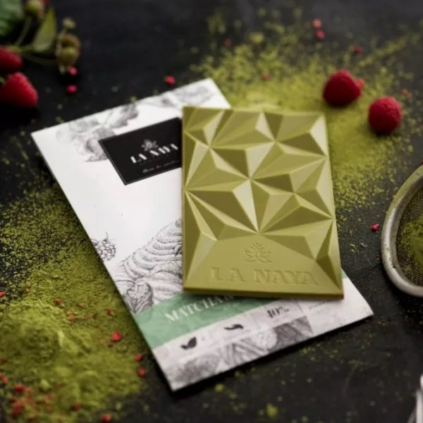 šokoladas matcha-raspberries gėlės ir manufaktūra la naya ekologiškas baltasis chocolate