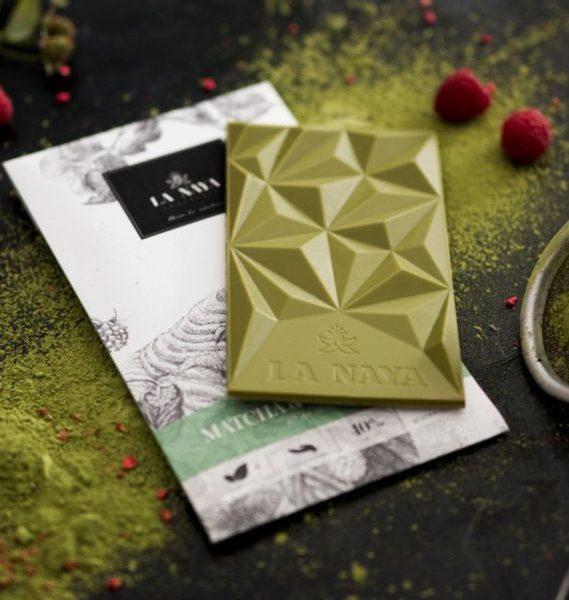 šokoladas matcha-raspberries gėlės ir manufaktūra la naya ekologiškas baltasis tea chocolate