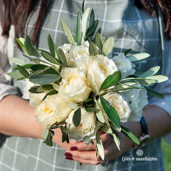 baltos bijūninės rožės nuotakos puokštė david austin bridal roses bouquet patience gėlės ir manufaktūra