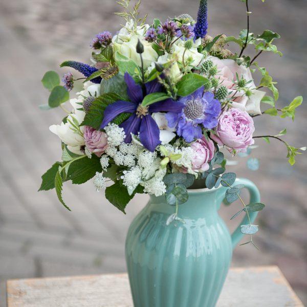 puokste nuotakos bridal bouquet gėlės ir manufaktūra mėlyna žydra clematis raganė scabiosa žvaigždūnė
