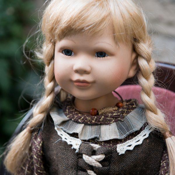 porcelianinė rankų darbo vardinė kolekcinė lėlė gėlės ir manufaktūra adele's puppenhaus porcelain doll